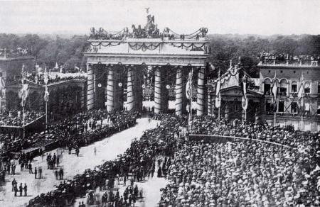 Preußische Truppen ziehen nach dem Krieg in Berlin ein, 1871