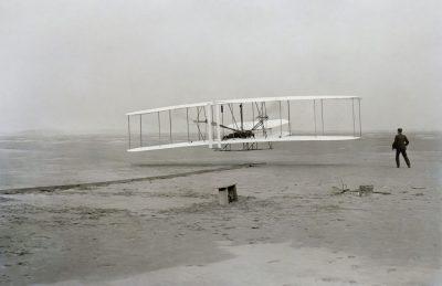Avión de dos pisos con hélice de presión de los hermanos Wright