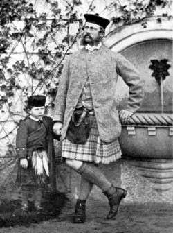 Вильгельм II с его отцом Фридрихом Вильгельмом в замке Ниша-устно, Шотландии (1863)