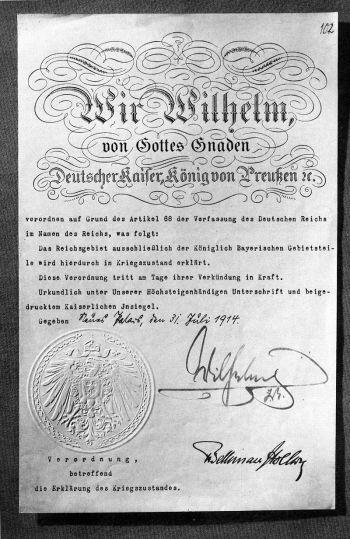 根据帝国宪法第68条,威廉二世于1914年7月31日颁布了战争状态(宣布为战争迫在眉睫的状态)
