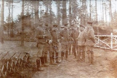 Besuch des Divisions Kommandeur und des österreichischen Kommandeurs des Infanterie Regimentes 64 im Sumpfwalde Baranowitschi Oktober 1916