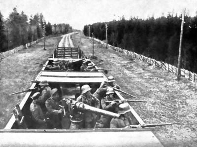 Deutsche Soldaten der Ostsee-Division im Panzerzug bei Lahti, Ende April 1918