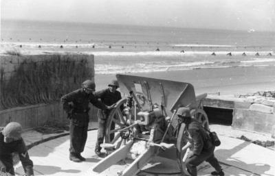 在大西洋墙上使用的10.5厘米轻型野战榴弹炮模型16