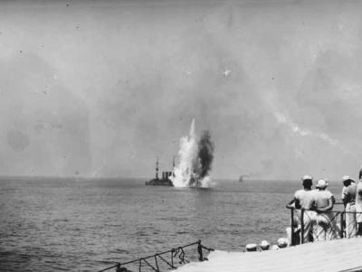 Attacco con bombe da 125 kg e 300 kg sull'SMS Frankfurt