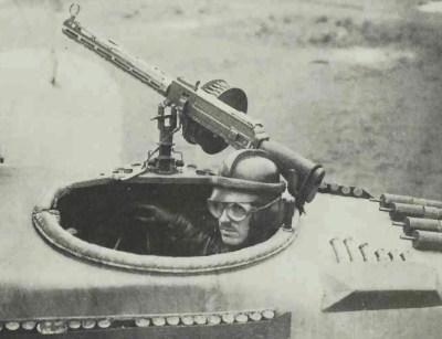 Un osservatore tedesco con la sua mitragliatrice Parabellum 14