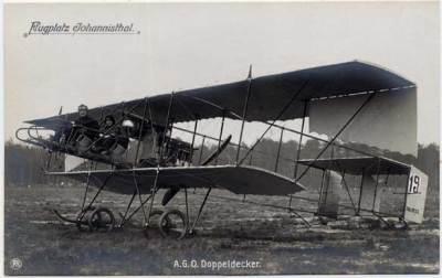 AGO biplan à hélice sous pression avec cockpit ouvert