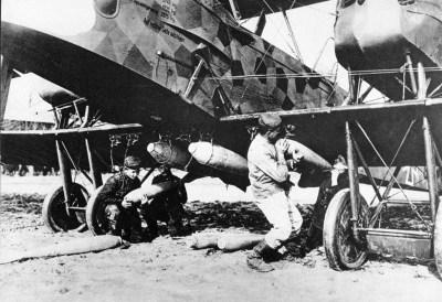 哥达G.V遭到轰炸