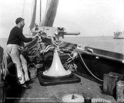 Un canon QF de 1 livre sur l'USS Vixen vers 1901