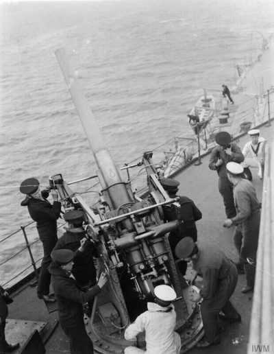 HMS皇家橡树上的QF 3英寸20英寸重负荷枪