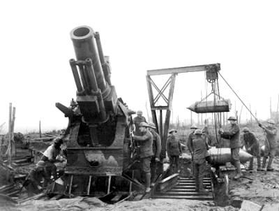 Un obusier BL 15 pouces lors de la troisième bataille d'Ypres le 4 octobre 1917