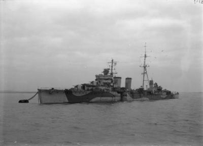 Le HMS Caledon après sa conversion en croiseur de défense aérienne