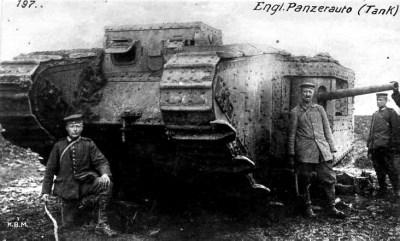 Один захваченный немецкими солдатами британский Марк II