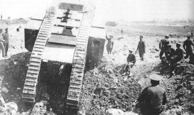 Serbatoio britannico Mark III. durante le prove sul campo