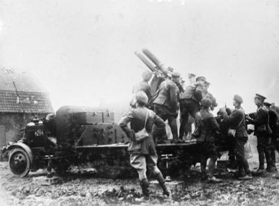1916年3月,在阿尔芒蒂耶尔的Thornycroft等级J卡车上安装了QF 13磅重的6英尺高的AA炮