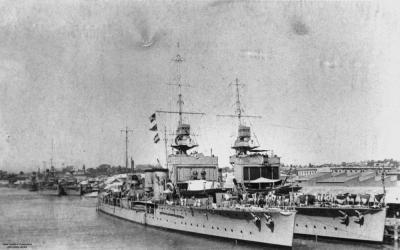 HMS Danae et HMS Delhi