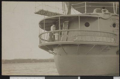Vue arrière du HMS Euryalus
