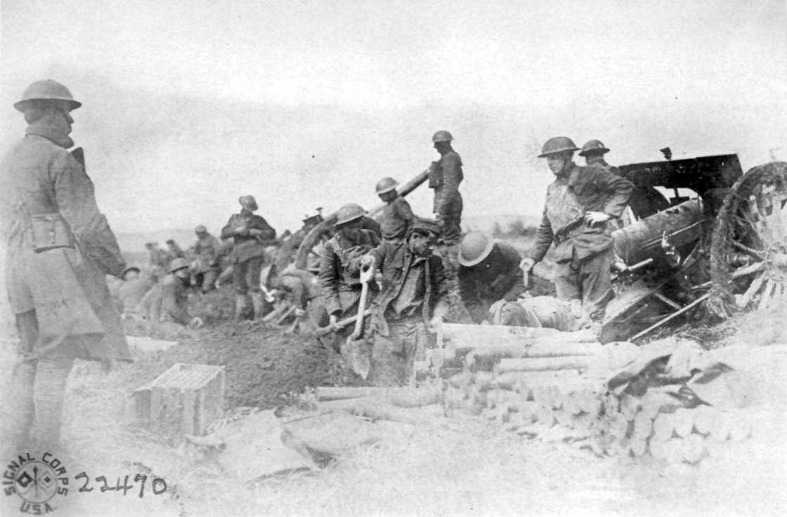 Amerikanische-Soldaten-an-Canon-de-75-modèle-1897-Geschützen.jpg