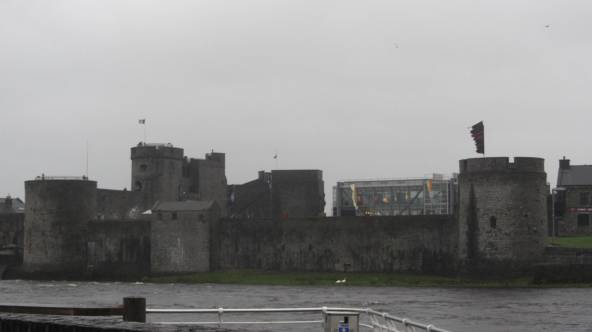 2015-12-28-king-johns-castle-from-across-the-shannon-alex-flintham