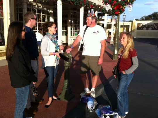 Military Disney Tips Fans at the Meet-Up