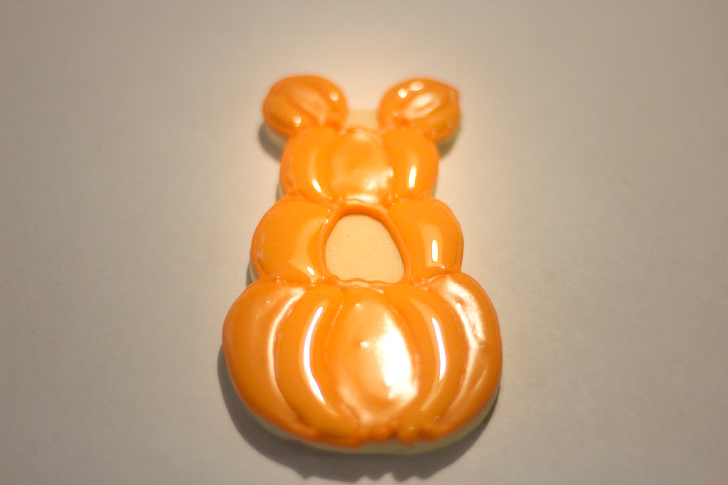 Recipe for the Cutest Mickey Mouse Pumpkin Patch Cookies! Super easy step-by-step pictures for delicious sugar cookies and royal icing recipes. Make Disney theme Halloween and Thanksgiving day cookies everyone will love! #Disney #Disneycookies #DisneyDesserts #Cookies #HalloweenCookies