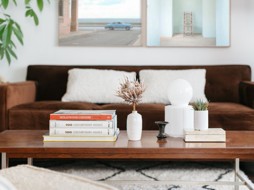 15 pretty ways to decorate and style a coffee table