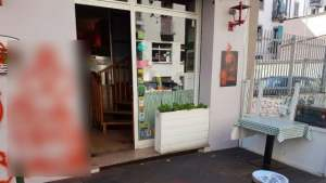 pizzeria little italy vandalismo omofobo