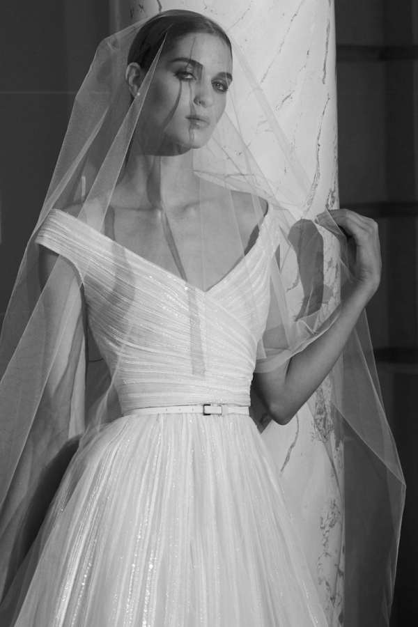 ELIE-SAAB-FALL-2019-BRIDAL-COLLECTION-13-millemariages.com-mille-mariages-magazine