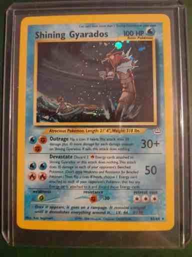 Investir dans les cartes pokémon comme cette carte Leviator shining qui est recherchée des collectionneurs.