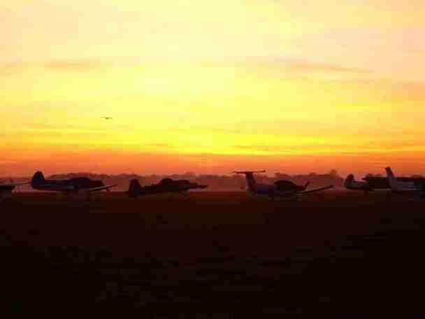 planes-at-dusk-1450533-1280x960