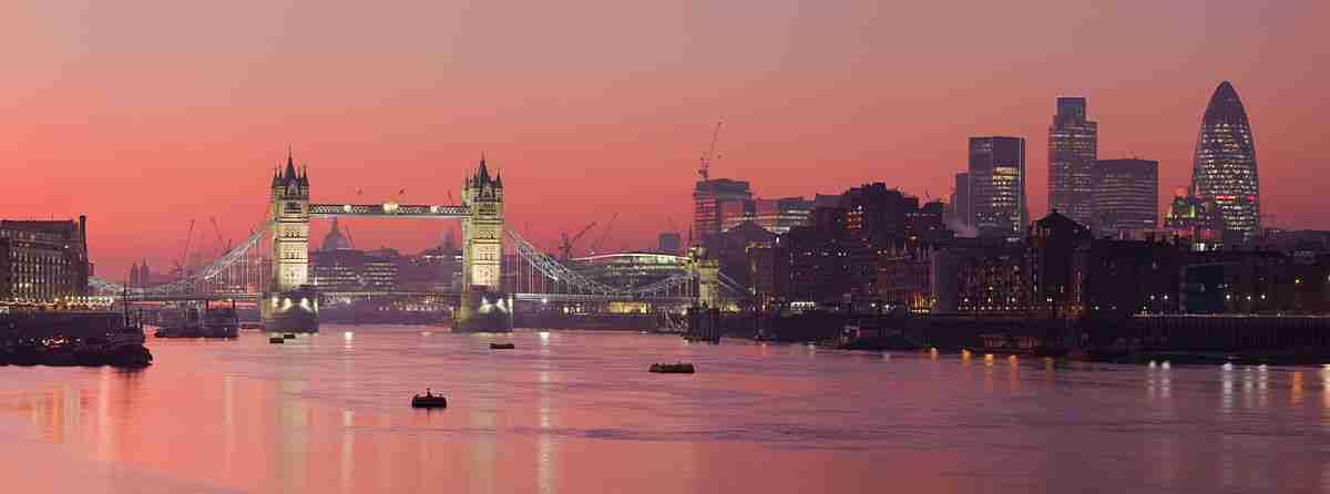1200px-London_Thames_Sunset_panorama_-_Feb_2008