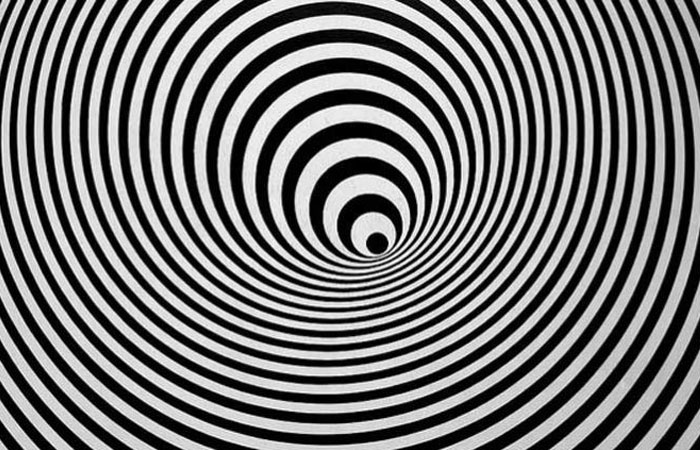 black and white optical illusion circles