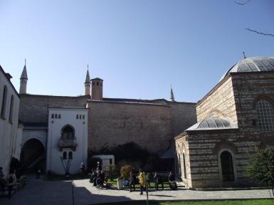 Topkapı-Sarayı-Kuşhane-ve-Harem-Kapısı