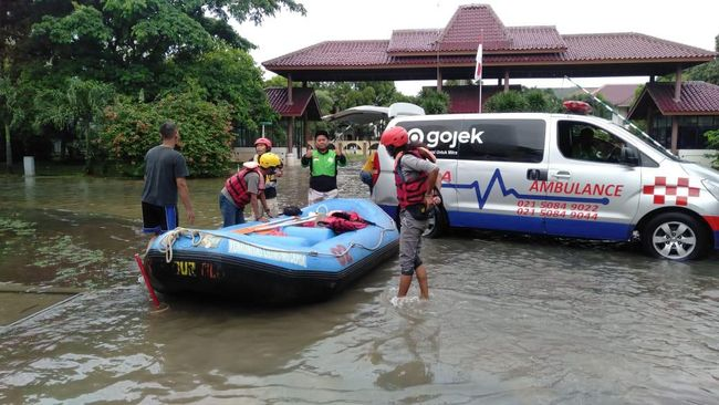 In A Day, Gojek Consumers Collect IDR 100 Million Donations for Flood Victims
