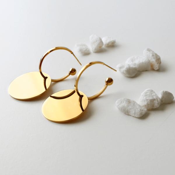 aros geométricos dorados