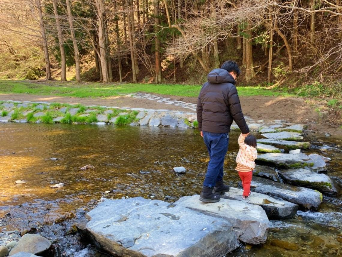 川を渡れる飛び石