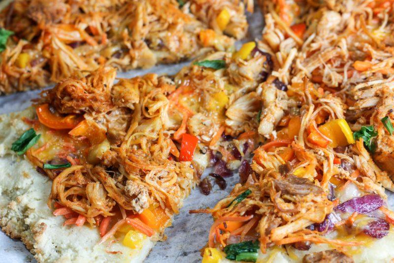 Low Carb Buffalo Chicken Pizza recipe | #keto #lowcarb | mincerepublic.com