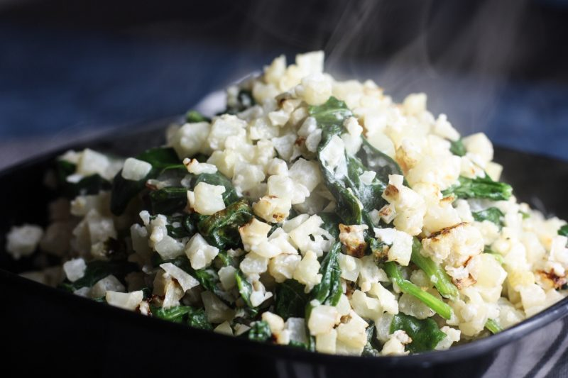 Creamy Cauilflower & Spinach Recipe | Easy #vowcarb & #keto friendly vegetable side dish | mincerepublic.com