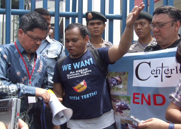 Rafendi Djamin (left), Indonesia's representative to the ASEAN Intergovernmental Commission on Human Rights holds a dialogue with protesters outside the ASEAN headquarters in Jakarta, Indonesia on 30 March 2010, during the first meeting of the . commission. At right is Atty. Harry Roque, counsel for some families of victims of the Ampatuan massacre. MindaNews file photo by H. Marcos C. Mordeno