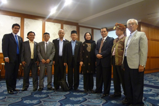 JUST ONE. The Moro Islamic Liberation Front peace panel on December 6, 2011 in Kuala Lumpur. Fourth from right is its consultant,  lawyer Raissa Jajurie. A year later, two more women were invited to join the technical working groups of the MILF. File photo by Carolyn O. Arguillas / MindaNews