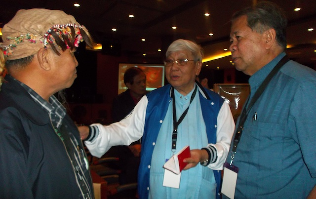"""B'laan Datu Antonio Kinoc, alternate member of the MILF peace panel (left) answers the queries of Koronadal Bishop Dinualdo Gutierrez (center) and Arhbishop-elect Romulo dela Cruz (right) on the B'laan language during a break from the """"Conversations on Peacebuilding in Mindanao"""" on April 9 at the Ateneo de Davao University's Finster Auditorium.  Gutierrez wrote down the B'laan words in his small notebook. MindaNews photo by Carolyn O. Arguillas"""