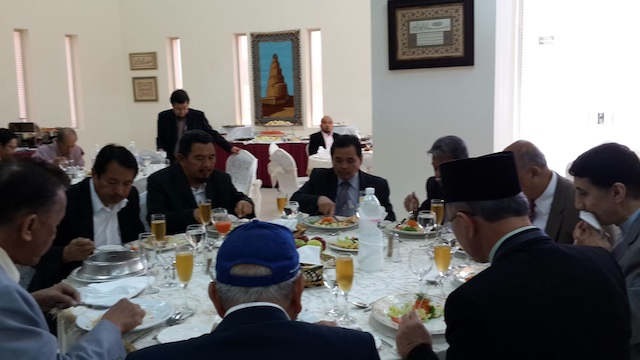 SHARING A MEAL. Leaders of the MNLF and MILF share a meal in Jeddah where they met on invitation of the OIC Secretary General. L to R:  Randolph Parcasiio, Muslimin Sema of the MNLF, Mohagher Iqbal of MILF. Partly hidden beside Iqbal is Hatimil Hassan of the MNLF. Photo courtesy of Prof. Abhoud Syed Lingga.
