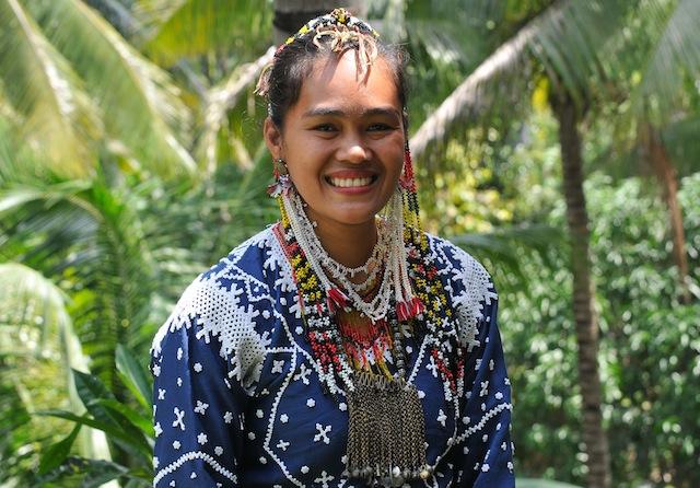 """Maricel Salinda Kasaligan, a Blaan from Malungon, Sarangani, says """"Fadlog Tubad Blaan"""" (Don't give up Blaan). Photo by Ronald de Jong"""