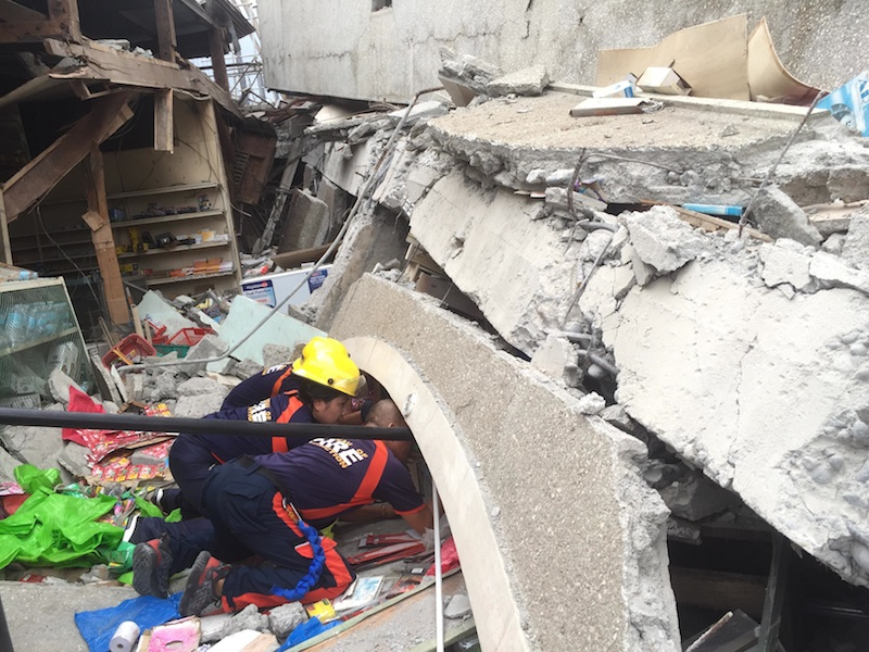 6.9 quake hits Mindanao; shoppers, employees feared trapped as shopping center in Padada collapses | MindaNews