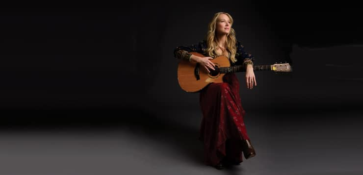Singer Jewel with guitar