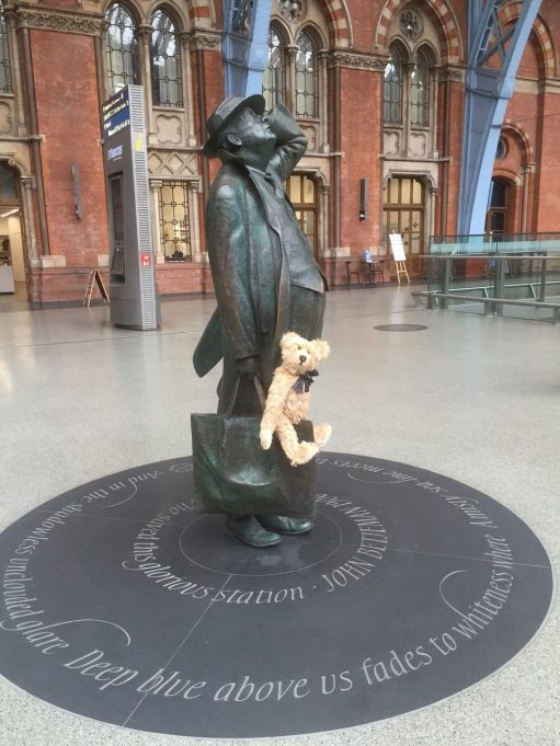 "Continental Railway Journeys: The ""perfect"" statue of Sir John Betjeman."