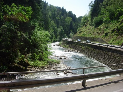 Trainspotter: Through the gorge by the River Drau.