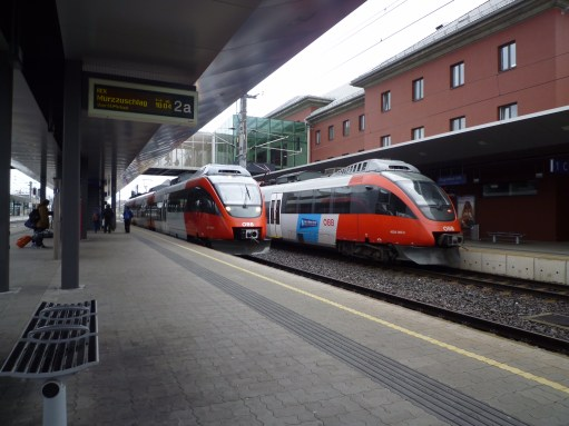 Trainspotter: Local trains at Klagenfurt. Entry doors level with the platform.