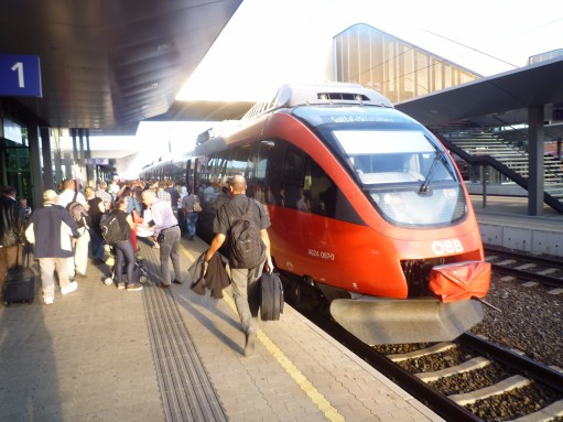 Trainspotter: Local train at Villach.