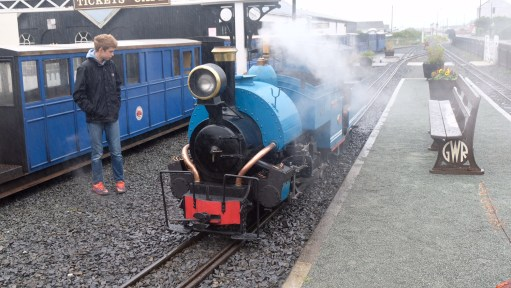 Great Little Trains of Wales: Nice little engine. One third scale, Darjeeling Himalayan Mountain Railway.