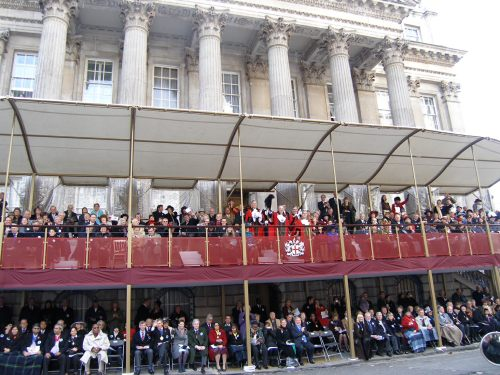 Special One: Up to Mansion House. Wave to the new Lord Mayor Jasmine!